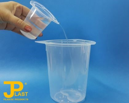 Transferring liquids using JPlast No-Spill Plastic Beakers